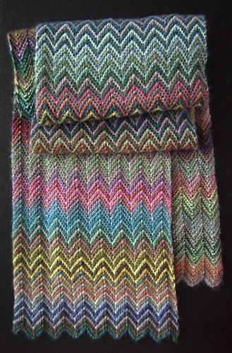 strikket zig zag tæppe